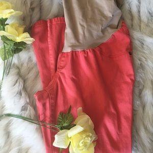 👩🏻👶🏻Motherhood Maternity Salmon Color Capris